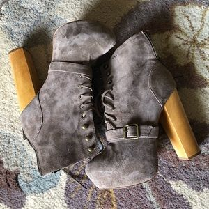 Steve Madden taupe Carnaby platform boots